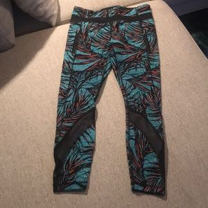 Like new! Lululemon Graphic Crops.